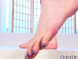 Spex tgirl toe teasing while in leggings