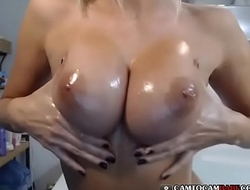 Wet body girl nude teased with dildo on cam
